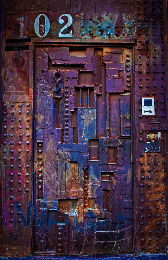 30 Beautiful Doors That Seem To Lead Other Worlds