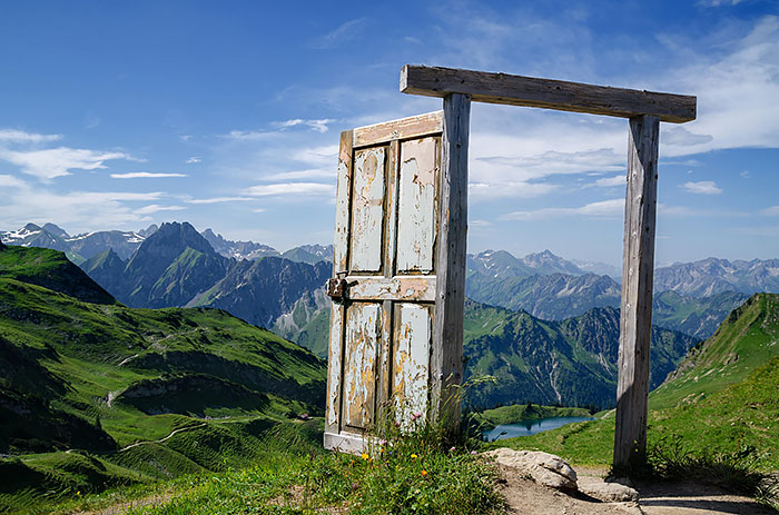 German Alps & 30 Beautiful Doors That Seem To Lead To Other Worlds | Bored Panda Pezcame.Com