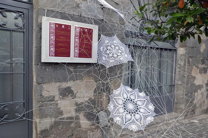 crochet-lace-street-art-nespoon-5