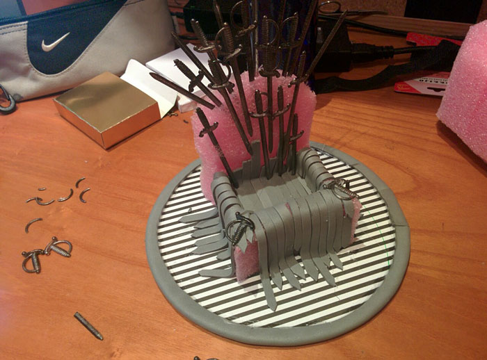 iron-throne-stand-for-phone-diy-game-of-thrones-7