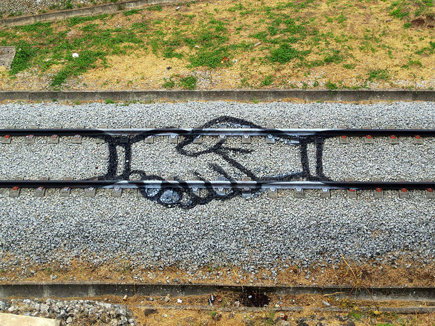 railway-train-tracks-portugal-street-art-artur-bordalo-1