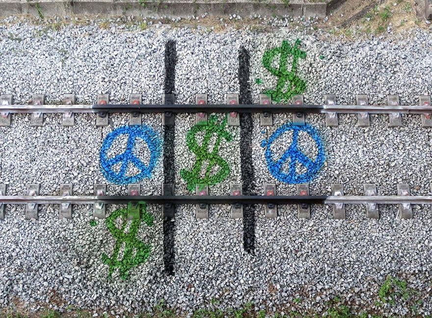 railway-train-tracks-portugal-street-art-artur-bordalo-4