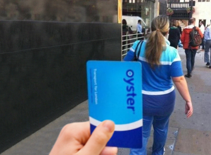 Woman's Clothes Look Like An Oyster Card