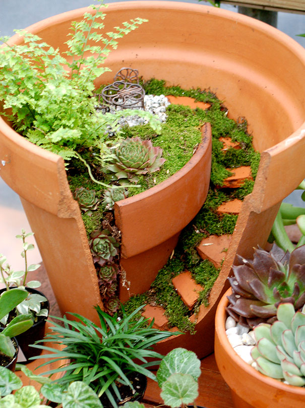 Fairy Gardens Ideas fairygardenatnight Broken Pot Fairy Garden 21