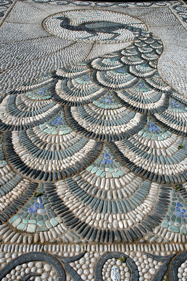 garden-pebble-stone-paths-1