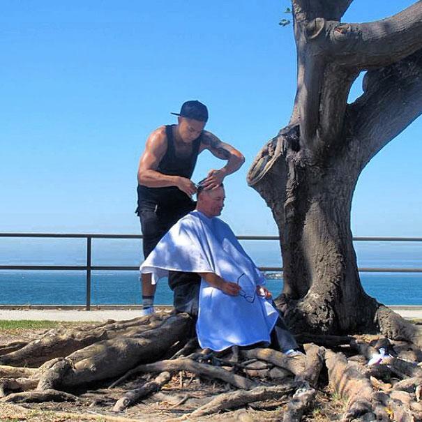 haircuts-for-homeless-mark-bustos-10