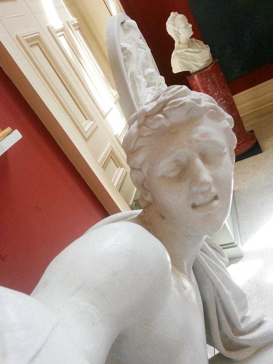 statue-selfies-1