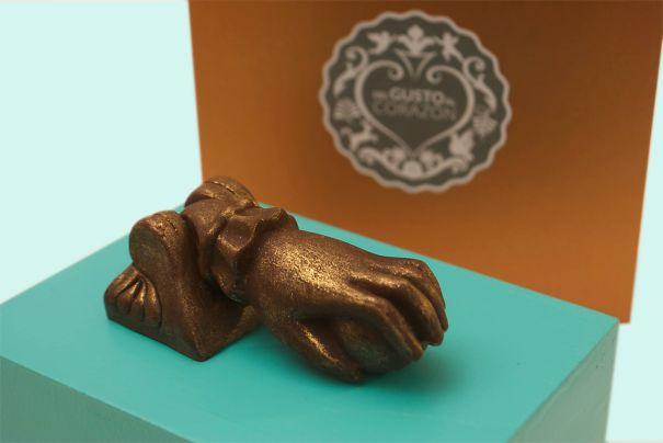Del Gusto Al Corazón Chocolate: Hand Knocker