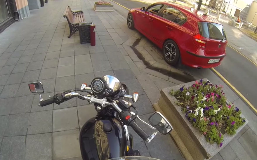 anonymous-motorcyclist-fights-litterers-2