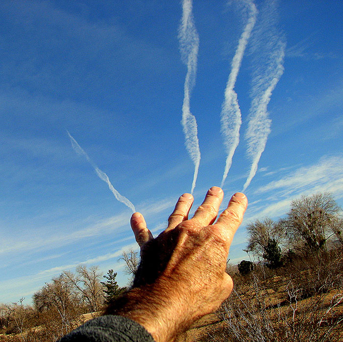 cloud-forced-perspective-optical-illusions-5