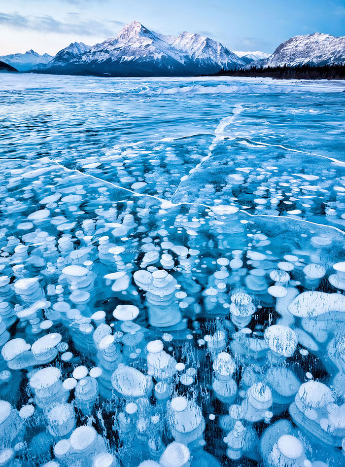 15+ Breathtaking Frozen Lakes, Oceans And Ponds, That Look Like Art