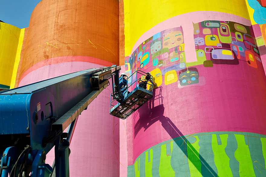 giants-graffiti-industrial-silos-os-gemeos-10