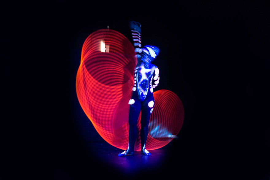 mesmerizing-light-trails-hula-hoop-2