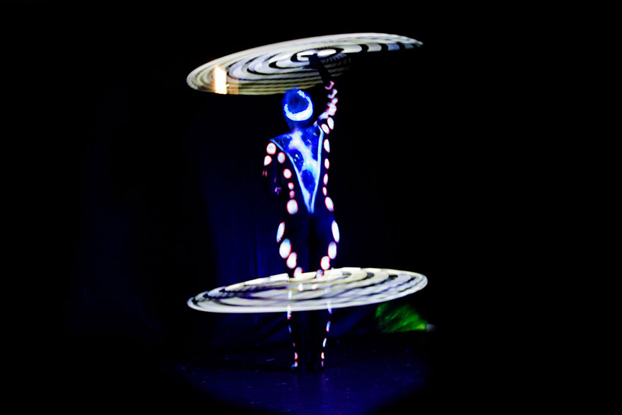 mesmerizing-light-trails-hula-hoop-3