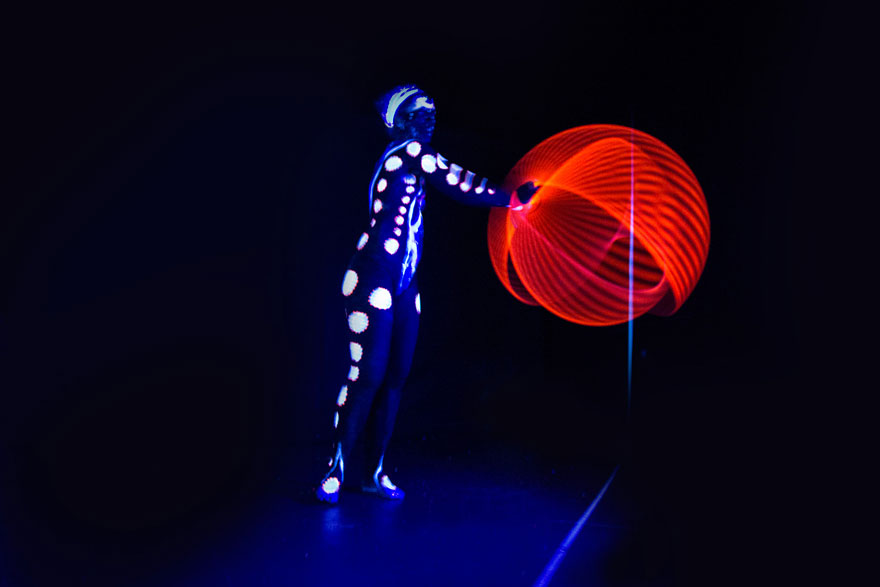 mesmerizing-light-trails-hula-hoop-4