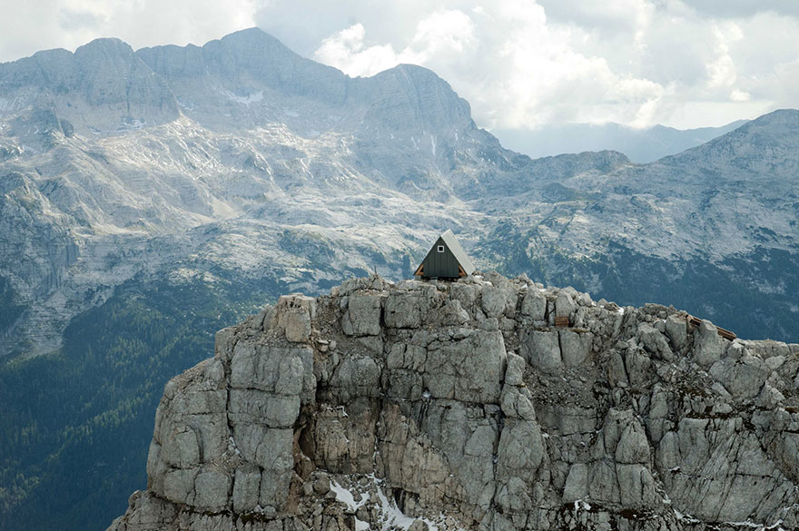 Sleeping In This Mountain Hut Is Totally Free – If You're Willing To Climb 8,300ft To Get There