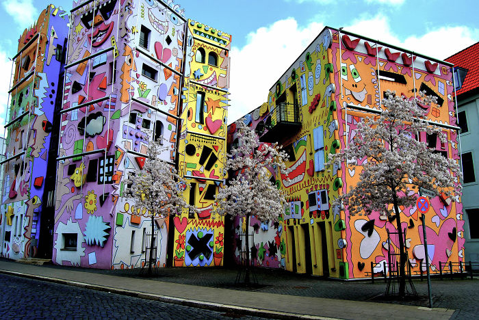 rizzi haus braunschweig germany bored panda. Black Bedroom Furniture Sets. Home Design Ideas
