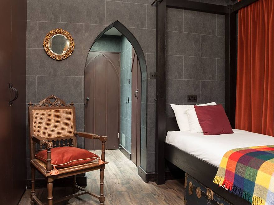harry potter themed bedroom harry potter fans can now stay in hogwarts themed hotel 15531