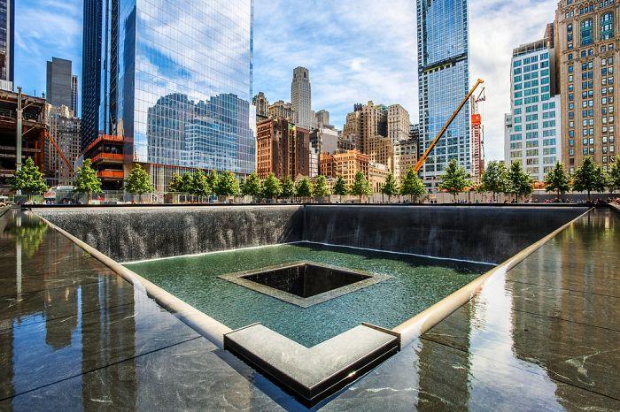 Memorial Fountain, New York City, Usa