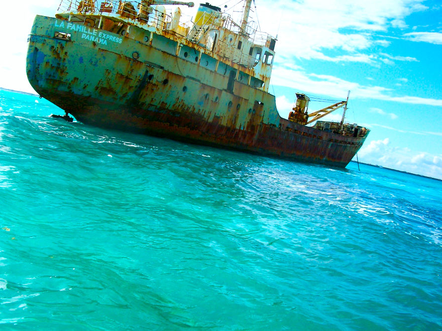 La Famille Express, Ran Aground Off The Coast Of Turks And Caicos