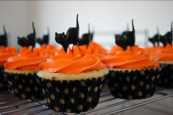 Black Cats On Cupcakes