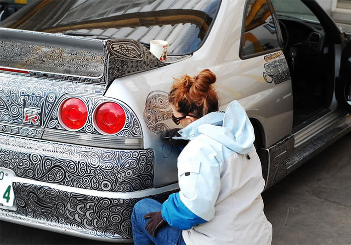 Guy Lets His Artist Wife Doodle With Sharpie Pen On His Nissan Skyline GTR
