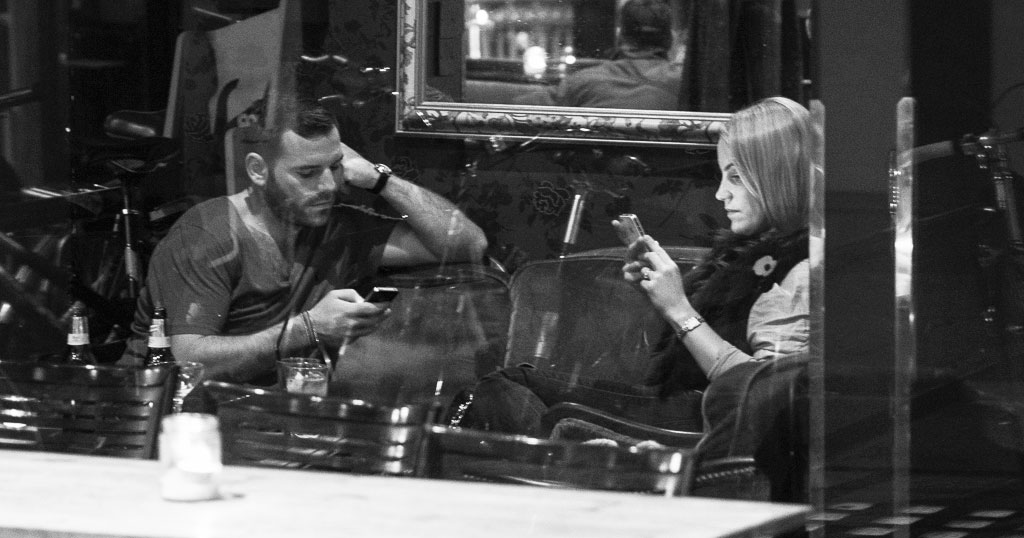 The Death Of Conversation: I Photograph People Obsessed With Their Smartphones