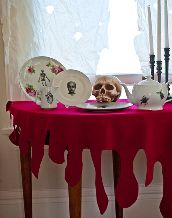 25 bloody tablecloth - Bloody Halloween Decorations