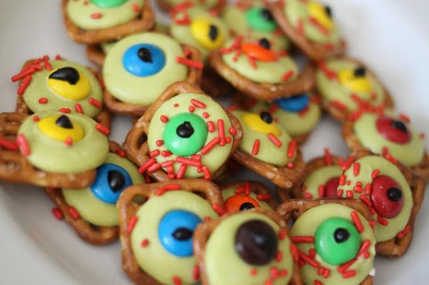 Eyeball Pretzel Cookies