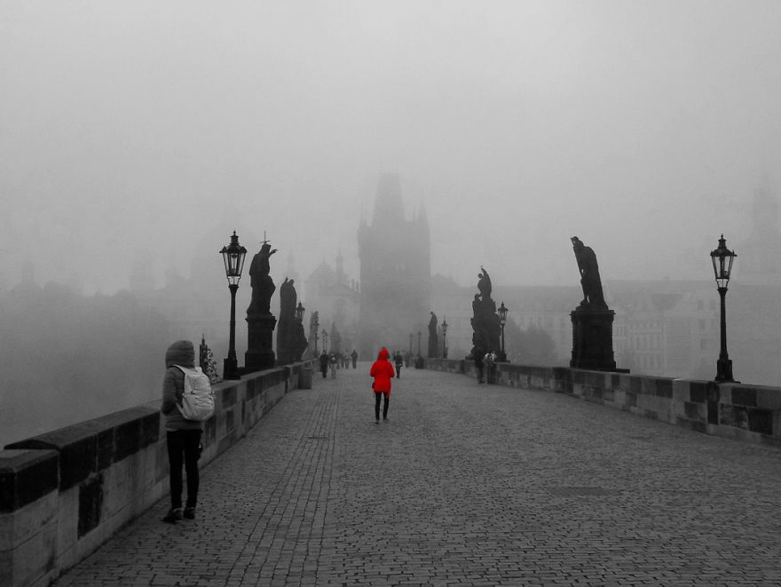 Red Coat - Karluv Most, Praha