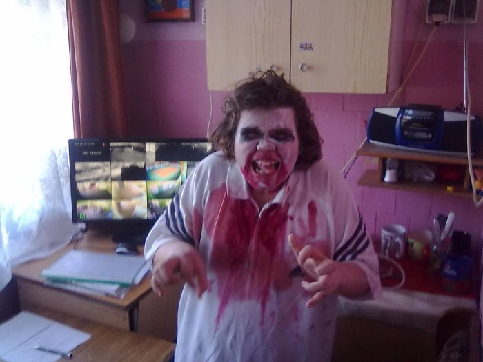 My Doughter Halloween Make-up Made In 15 Minutes :)