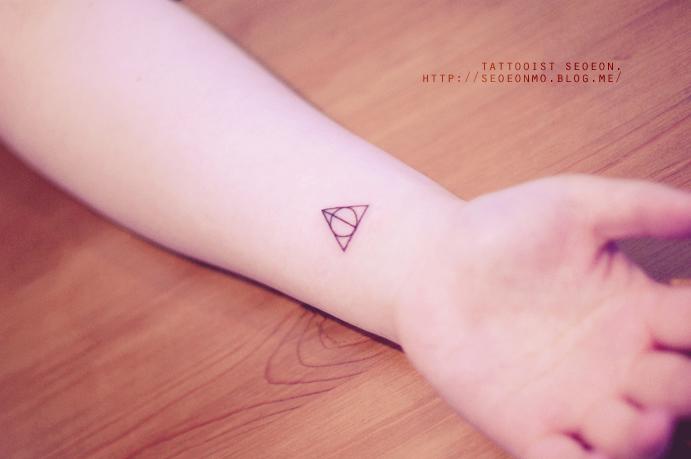 minimalistic-feminine-discreet-tattoo-seoeon-27