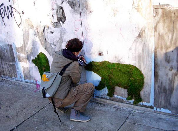 moss graffiti the coolest diy project ever bored panda. Black Bedroom Furniture Sets. Home Design Ideas