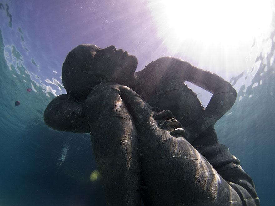 ocean-atlas-bahamas-underwater-sculpture-jason-decaires-taylor-1