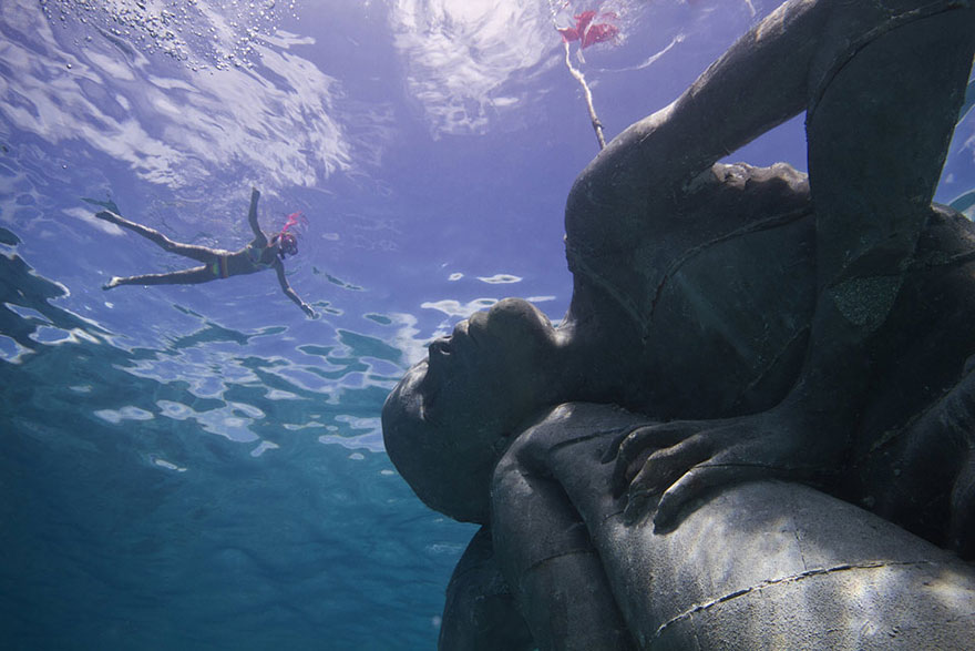 ocean-atlas-bahamas-underwater-sculpture-jason-decaires-taylor-2