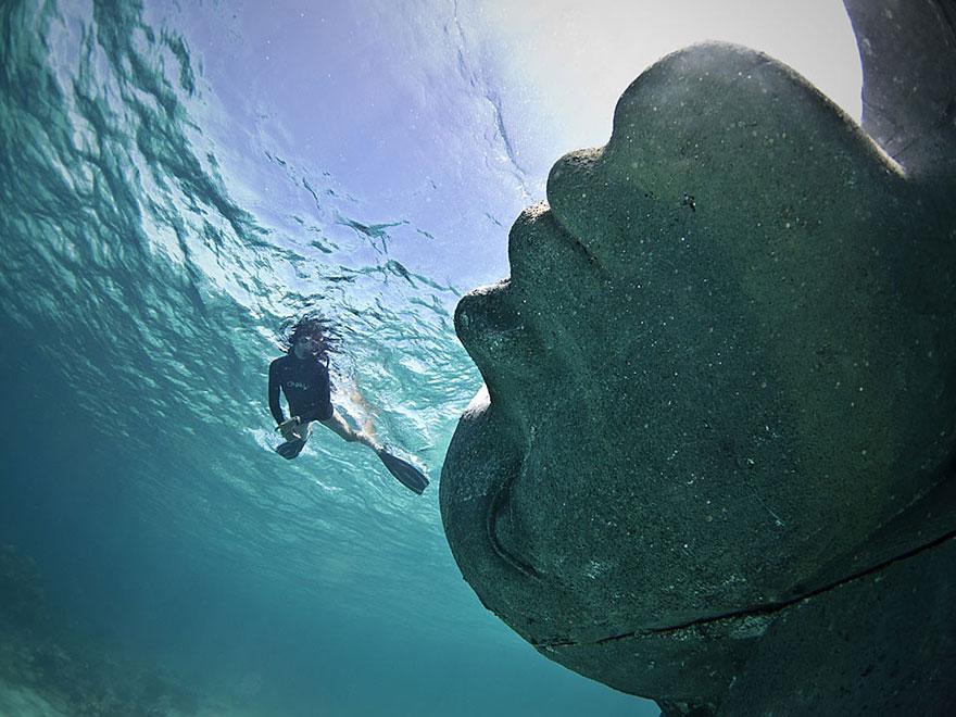 ocean-atlas-bahamas-underwater-sculpture-jason-decaires-taylor-3