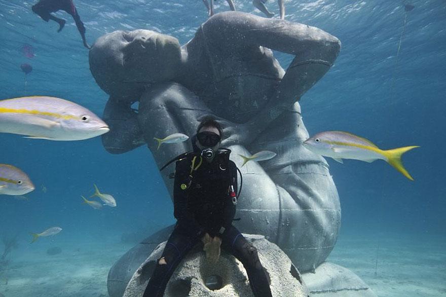 ocean-atlas-bahamas-underwater-sculpture-jason-decaires-taylor-4