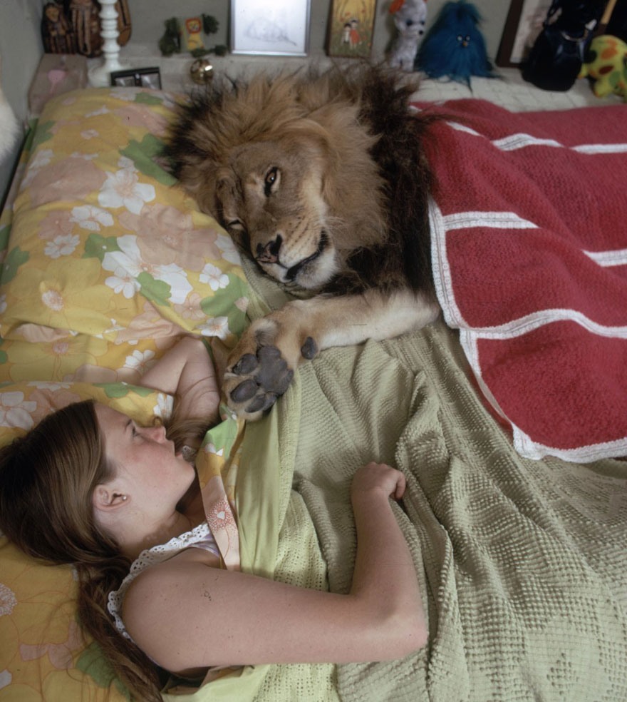 This Family Lived With A Real Lion Back In Bored Panda - 1971 family lived real lion named neil