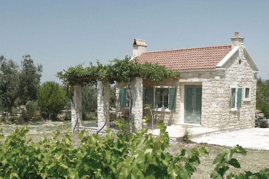 Cozy White Cottage In The Turkish Aegean Coastal Region