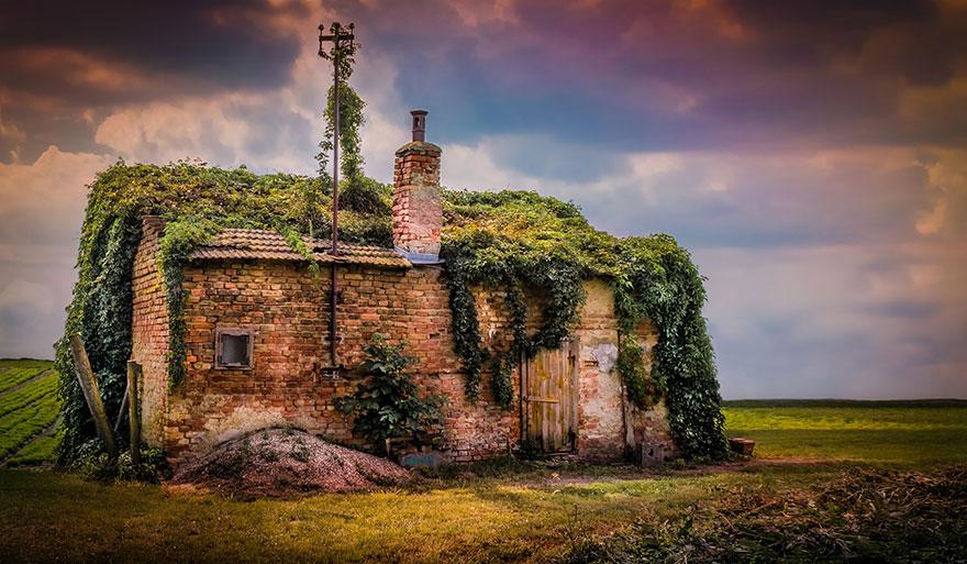 Forgotten House, Austria