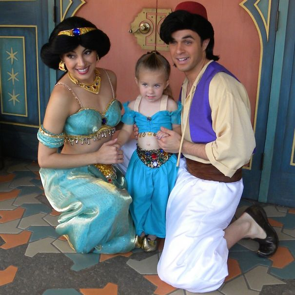 Princess Jasmine in Aladdin  sc 1 st  Bored Panda & Mom Sews Incredibly Accurate Disney Costumes For Her Daughter To ...