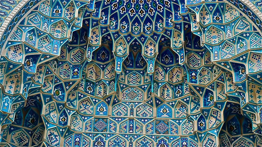El arco en la entrada del mausoleo de Timur en Samarkand, Uzbekistán