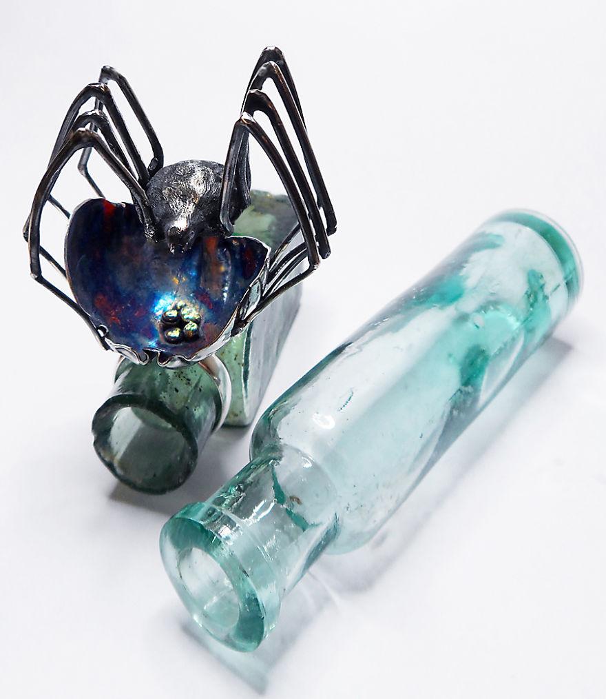 Lydia Niziblian tarafından Örümcek Yüzük