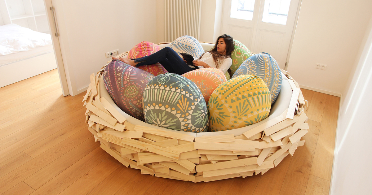 Giant Birdnest: Wooden Bed Filled With Soft Egg-Shaped Pillows | Bored Panda