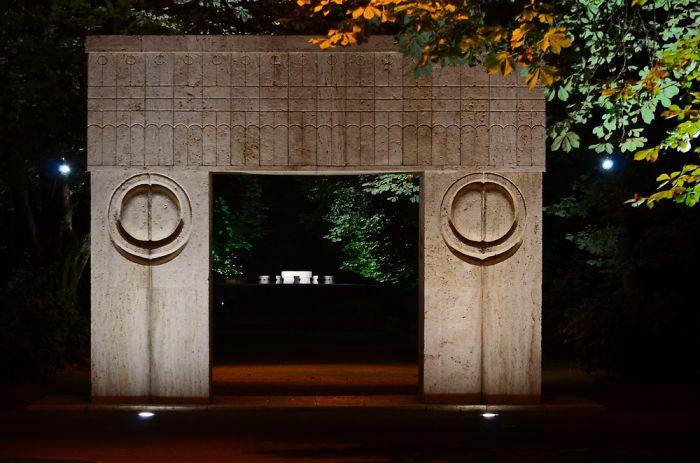 Kissing Gate &table Of Silence-tirgu Jiu