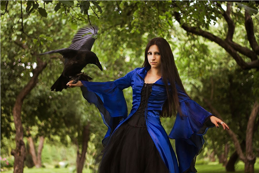 Russian Photographer Captures FairyTale Scenes With REAL Animals - Russian photographer takes enchanting fairytale photos featuring wild animals