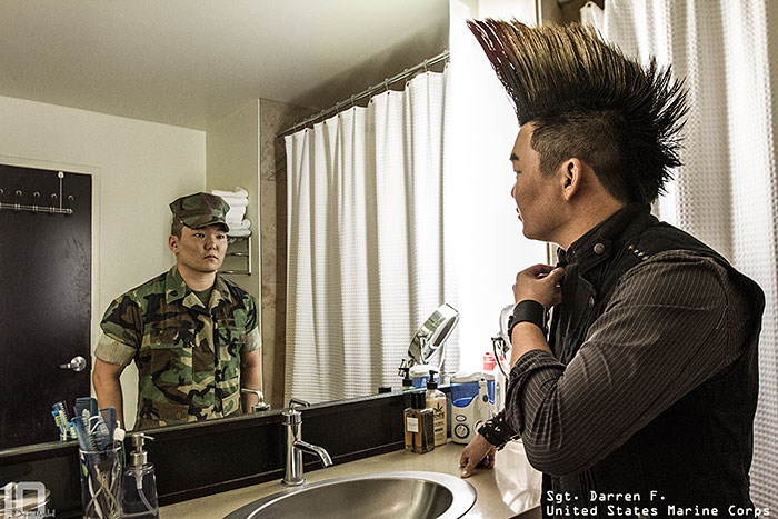 Powerful photos reveal the real people behind the military for Reflet dans le miroir