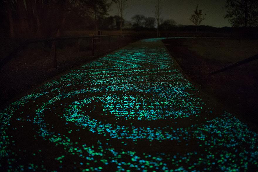 van-gogh-estrelado-noite-brilhante-bicicleta-caminho-daan-roosengaarde-7