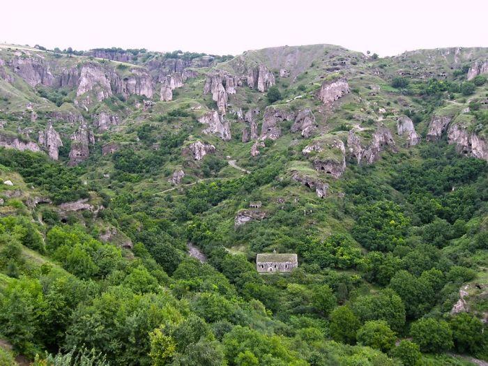 Пещерное городище Хндзореск.Армения
