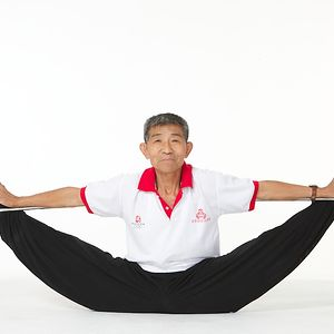 Duan Tzinfu, 73, Tzinfu Performs Moves That Are So Complex That Even Young Athletes Can't Compete.